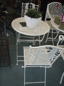 CH_Folding table and chairs Cream_WEBSITE